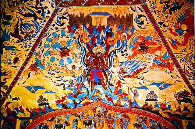 Cueva del techo de las cuevas de Magao en Dunhuang, China.  Durante el siglo 3-7, la cuenca de Tarim y el Corredor Hexi contiguo (en el moderno Gansu) habrían actuado como un gran lugar de peregrinación para Saka, chinos, así como para los peregrinos tibetanos.  A través de la red de comercio de la Ruta de la Seda, muchas personas de muchas razas se congregaron en esta frontera menos para la contemplación y el asilo.  Hoy las cuevas de Dunhuang contenían algunas de las representaciones más…