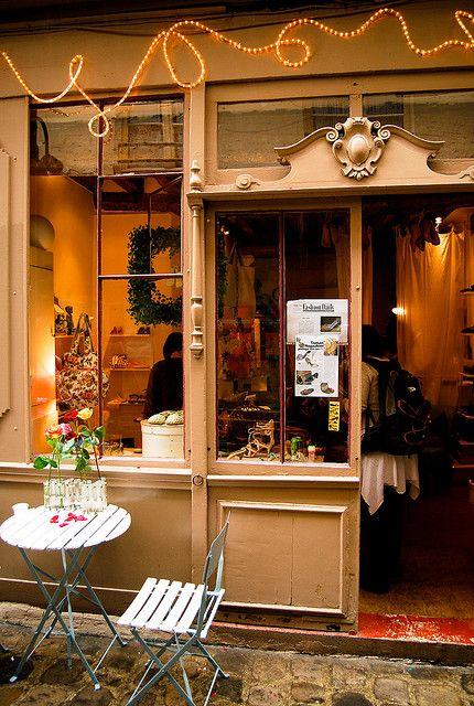 Boutique Tamano, passage Molière by Bee.girl, via Flickr