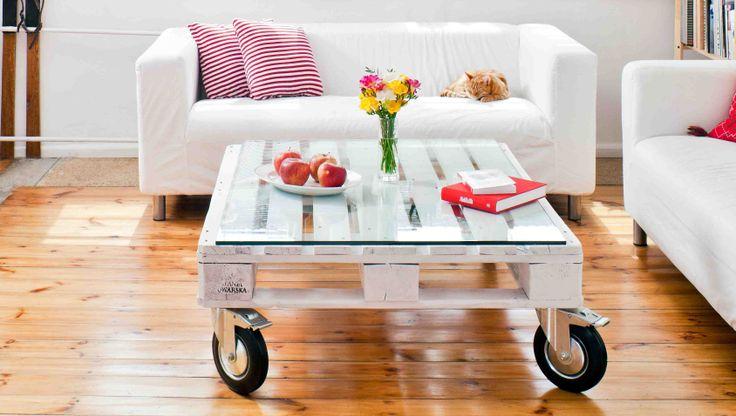 W zrób to sam pomysł na meble z palet, które stały się popularne. Z palet można zrobić naprawdę fajne meble. My pokazujemy jak zrobić stolik z palet - instrukcja krok po kroku oraz cena. Pomysłowe meble z palet: jak zrobić, cena.