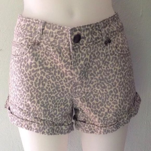 Forever 21 Denim Cheetah Shorts Size 29 Forever 21 denim cheetah shorts size 29. Previously owned, looks great! Comes from a pet free and smoke free home. Always open to offers, feel free to make one! Will be rewashed before being mailed out. I ship the next business day! Forever 21 Shorts Jean Shorts