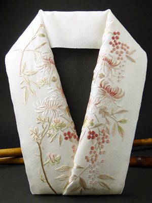 Embroidered han-eli. han-eli: decorative collar on under-kimono