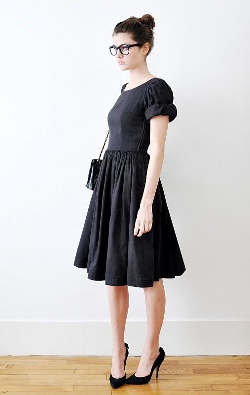 little black dress gonna arricciata (o a ruota?) e maniche arricciate