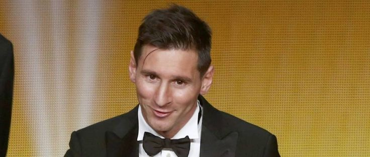 FC Barcelona's Lionel Messi of Argentina receives the FIFA Ballon d'Or 2015 for the world player of the year during an awards ceremony in Zurich, Switzerland, January 11, 2016        REUTERS/Arnd Wiegmann (Reuters)