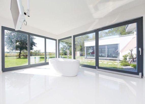 Flachdach Bungalow Cote d'Azur modern mit Innenhof