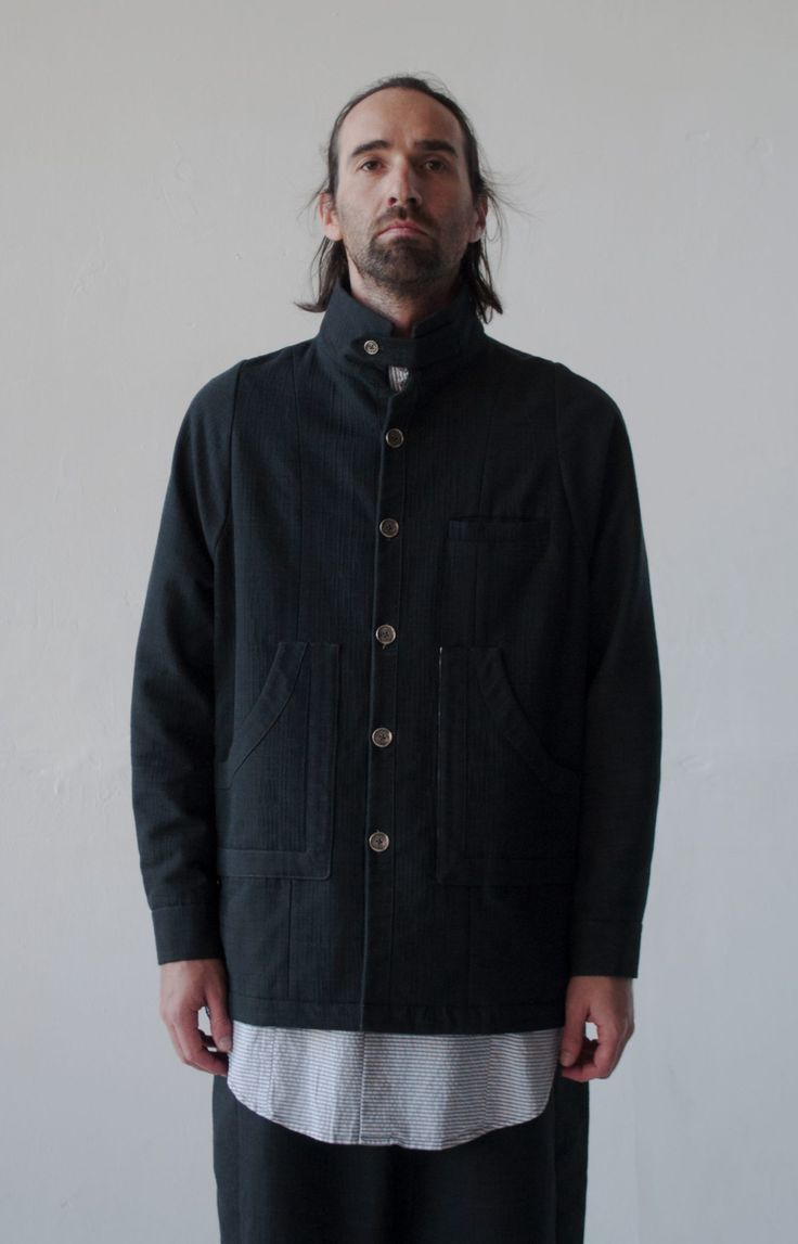 Nomad Goba – JACKET RUPICAPRA BLACK – Jacket made of soft double-sided fabric, with raglan sleeves, in which you can shove any sweater. High tight collar on the fastener.