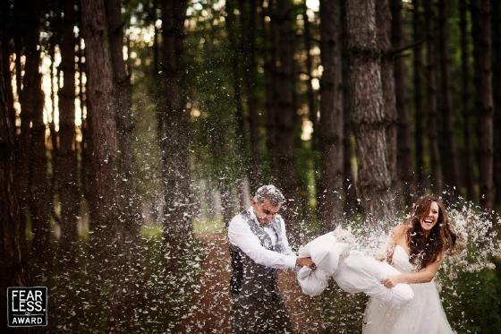 Geen goed idee om voor de huwelijksceremonie te doen, maar wel supergaaf #accessoiresweddingpictures