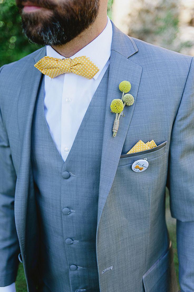 Noeud papillon Jaune d'or à pois et pochette de costume assortie Le Colonel Moutarde Photo : http://ninowillphotographie.com/