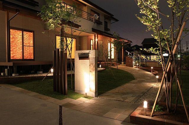 アプローチをやわらかな光が包む。人々を迎え入れるおもてなしの心。 #lightingmeister #pinterest #gardenlighting #outdoorlighting #exterior #garden #light #house #home #entrance #gate #soft #warm #hospitality #omotenashi #アプローチ #通路 #柔らかい #暖かい #おもてなし #ホスピタリティー #家 #庭 #門 Instagram https://instagram.com/lightingmeister/ Facebook https://www.facebook.com/LightingMeister