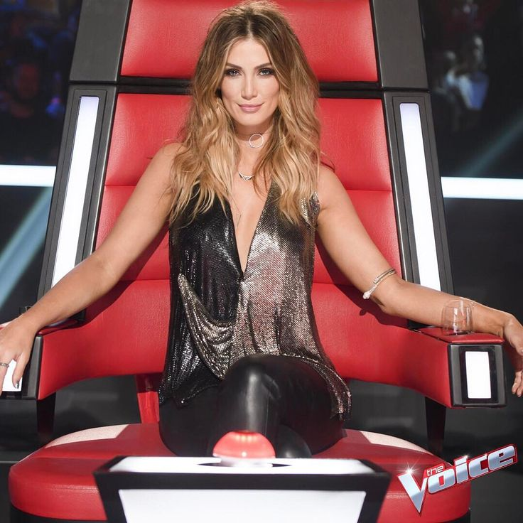 Not pictured: @DeltaGoodrem's #TheVoiceAu crown. Will she hold onto it in 2017? #TeamDelta