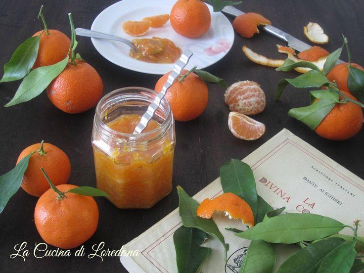 Tutto il sapore ed il profumo delle dolcissime clementine racchiuso in un vasetto di vetro: Marmellata di clementine, una ricetta semplice e deliziosa
