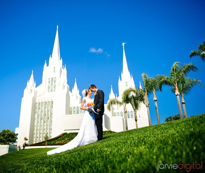 Yet Another BEAUTIFUL Wedding Shot Outside The San Diego Temple