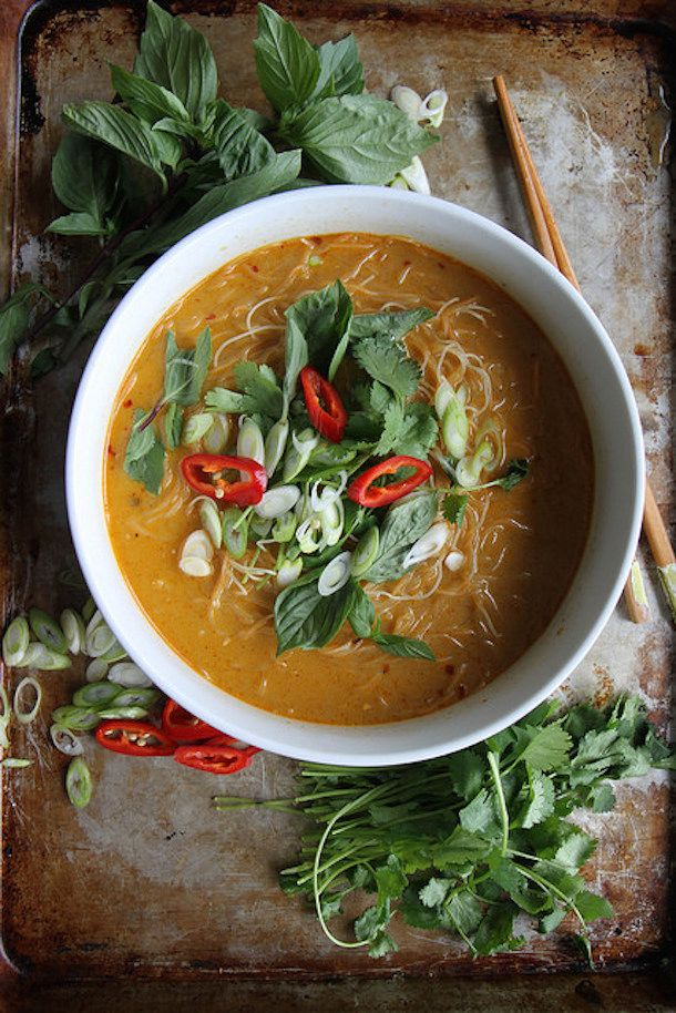 sopa tailandesa de macarrao com carry 0