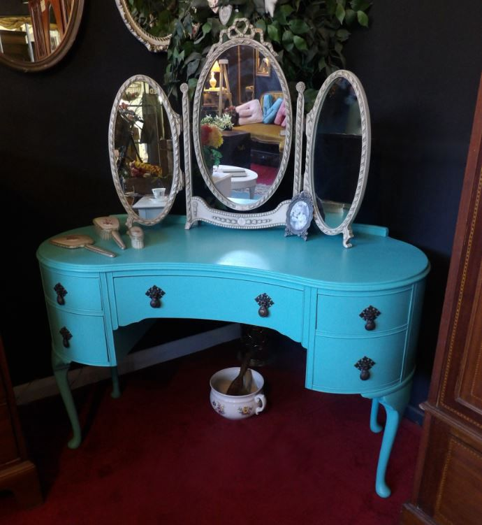 Queen Ann style dressing table and triple mirror £165