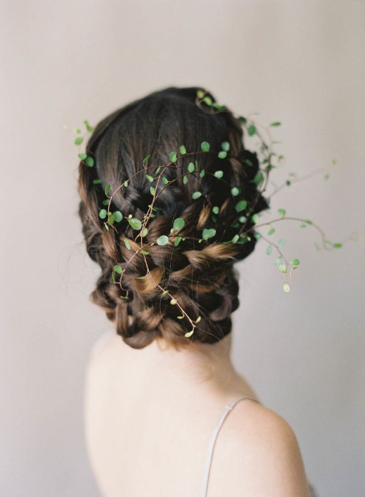 Greenery infused bridal hairstyle: Photography: Jen Huang - http://jenhuangphoto.com/