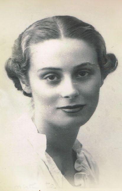 #Mercedes #Formica-Corsi Hezode (Cádiz, 9 de agosto de 1913 - Málaga, 22 de abril de 2002), conocida como #Mercedes #Formica, fue una jurista, novelista y ensayista española especializada en la lucha por los derechos de la mujer en España - Fue una de las primeras juristas españolas, pionera en la lucha por los derechos de la mujer en la posguerra española  -- Mercedes Formica --  https://es.m.wikipedia.org/wiki/Mercedes_Formica