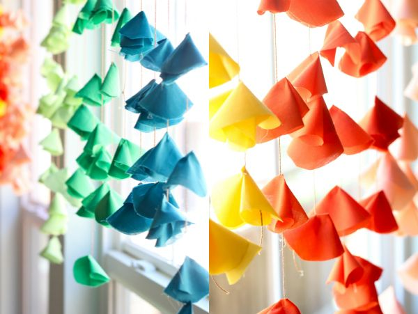 tutorial: DIY hanging fabric flowers...if you can cut a circle of fabric and use a hot glue gun, you've got this made!