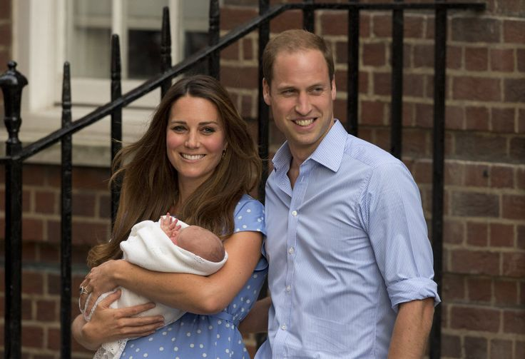 Royal couple William and Kate leave hospital with their baby (photos)