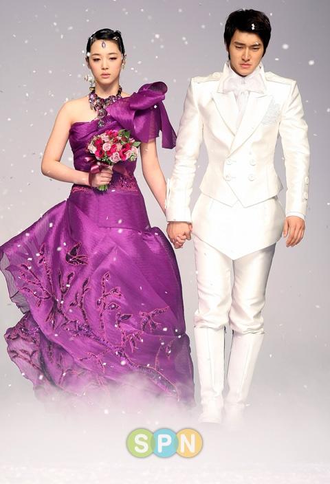 Super Junior's Siwon and f(x)'s Sulli for Andre Kim Fashion Show