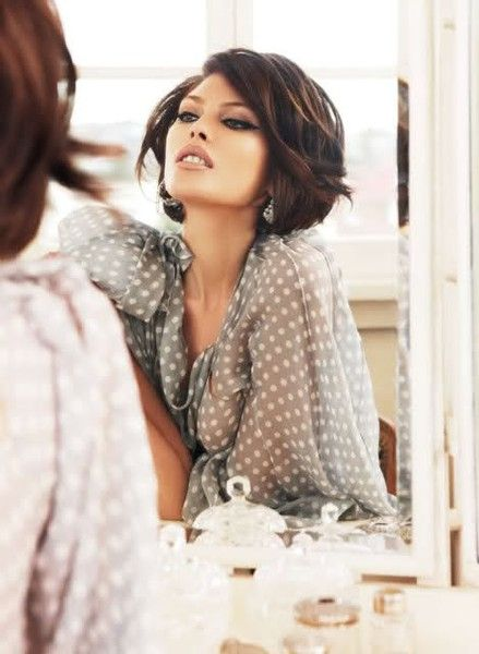 Love this hair style, updated sexy 60s. Short sexy hair...if I had the guts, I'd chop today...