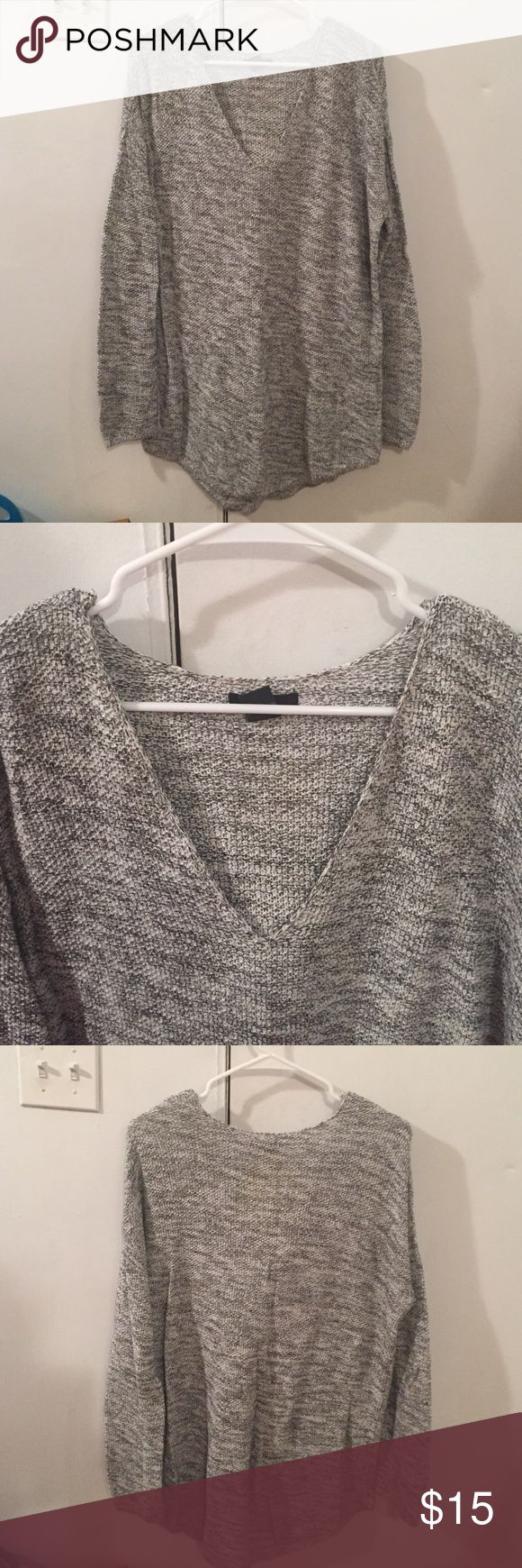 H&M Oversized Knit Sweater Knit Sweater. Cozy and comfortable! Great with leggings and boots. H&M Sweaters V-Necks