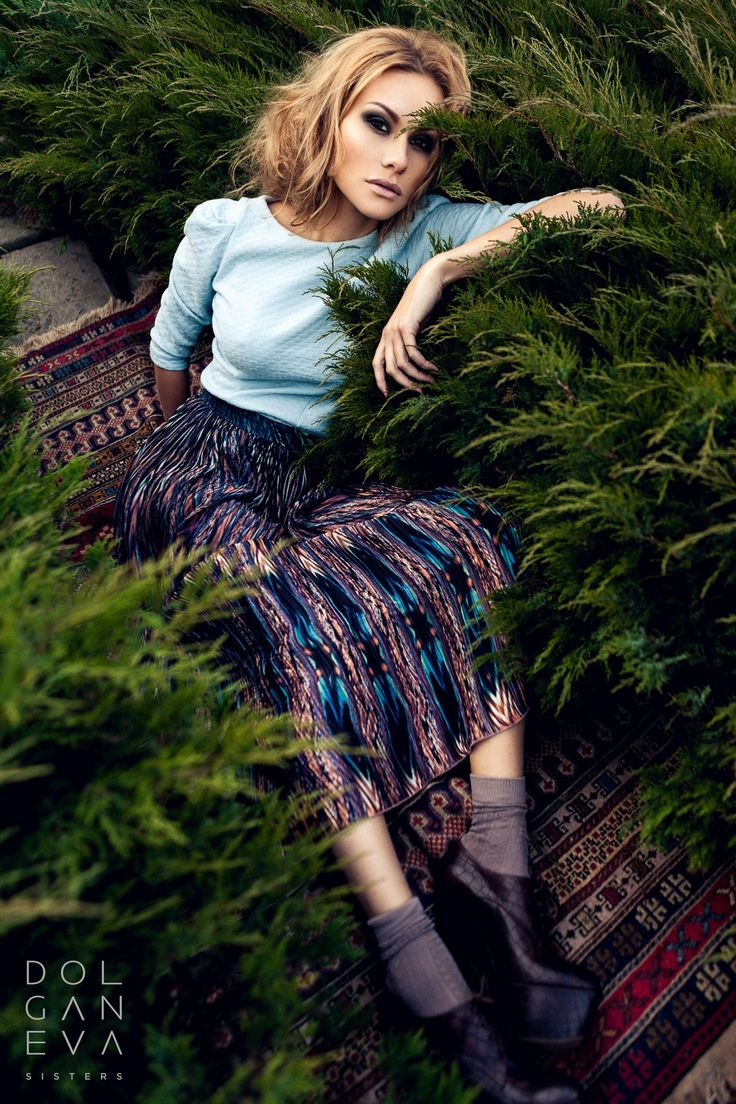 Блуза  / хлопок Юбка / вискоза. Blouse / skirt cotton / viscose. Girl in a dress on the grass