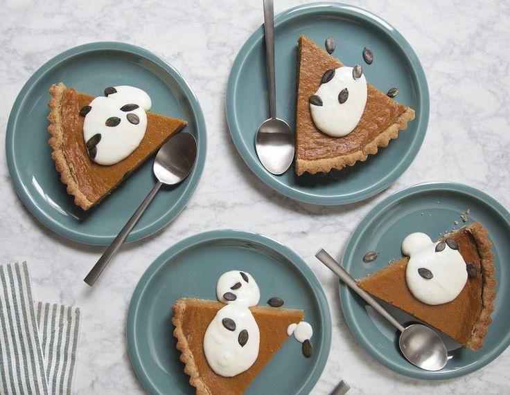 Il y a comme une grosse envie de sucré qui flotte dans l'air, non ? Alors régalez-vous avec cette recette de Pumpkin Pie revisitée. Ingrédients : Purée : 1 kg de potiron 75 g de vergeoise brune 100 g de beurre 20 cl de laitconcentré sucré 2 oeufs 50 g de sucre 1/2 cuillère(s) à café de cannelle 1/2 cuillère(s) à café de gingembrerâpé Pâte... Lire l'article