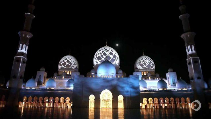 Une projection nocturne sur la mosquée d'Abu Dhabi مسجد أبو ظبي