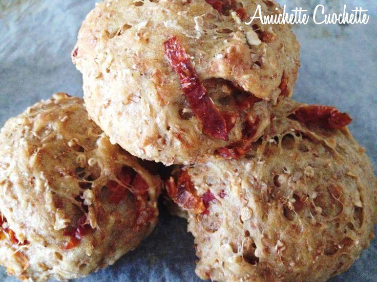 Care amichette cuochette, oggi vi propongo una ricetta di Laura esperta della dieta dukan. Ha preparato questi golosissimi panini mangiabili anche in scal