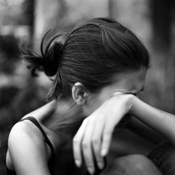 Ataerkil Toplum, Annenin ve Kız Çocuğunun Yakasından Bir Türlü Düşmez - Kadına Yönelik Şiddet, Nefret, Ayrımcılığı Körükleyen, Çağdışı Deyim Ve Atasözlerimiz - Toplum & Sosyal İlişkiler - KizlarSoruyor.com