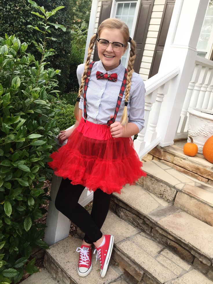 Tween Nerd Costume … cheap and easy!  Super cute modest girls tween teen Hallo…