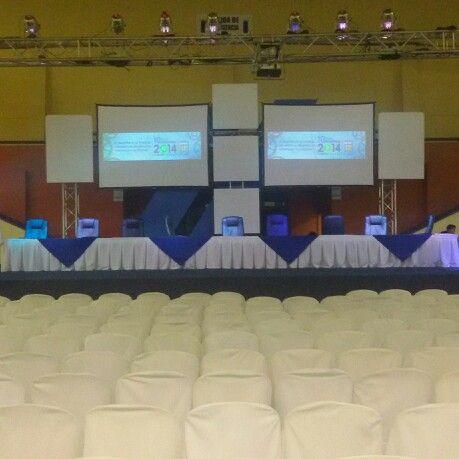 Alquiler de tarimas,audio, luces, sillas y mesas 23112323 22080433 22234555 22233888