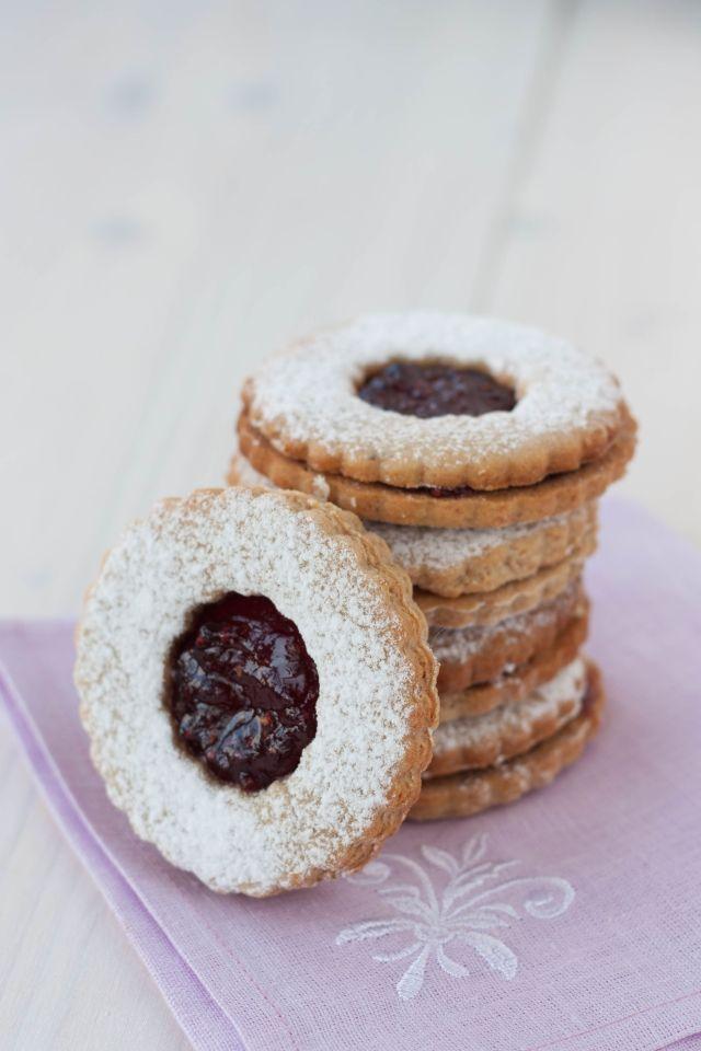 Ako rýchlo napiecť na sviatky? Skúste TOP recept! Z 1 cesta máte 5 druhov koláčikov, a každé chutia inak | Casprezeny.sk