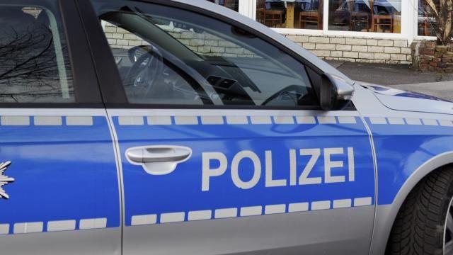 De Duitse politie heeft de huizen van drie voormalige SS'ers onderzocht.
