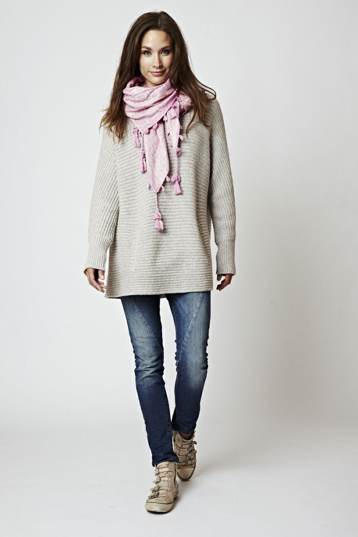 Florence Design round neck sweater with pink Florence Scarf with tassels <3