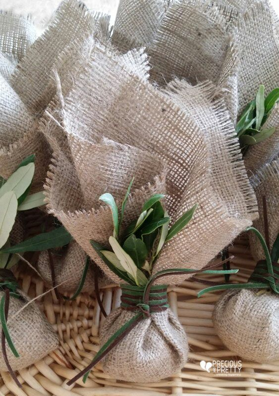 Μπομπονιέρες γάμου λινάτσα ελιά!Burlap wedding favors with olive leaves! #gamos #mpomponieres #linatsa #elia #weddings #greekfavors #olive