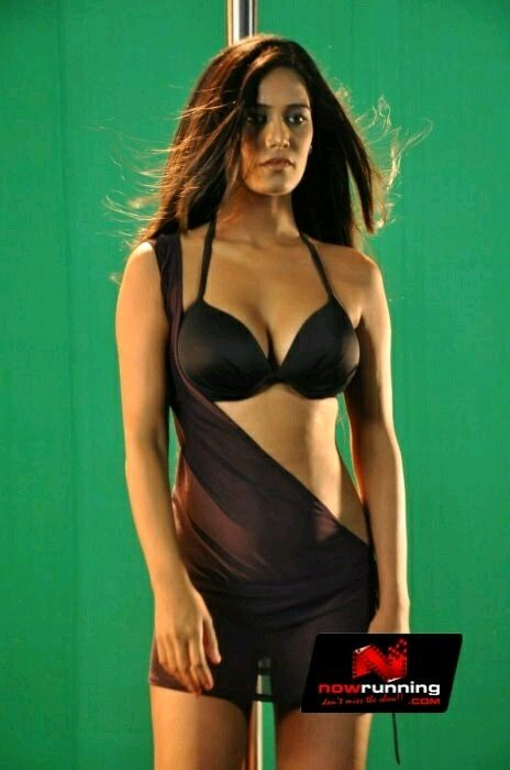 Sexy Unseen Indian girls pic: Poonam pandey very hot and sexy seducing pics