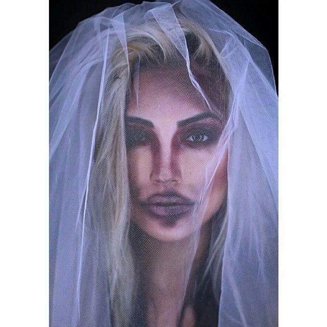 Pin for Later: 28 Last-Minute DIY Halloween Costumes Dead Bride Have a white dress and a veil lying around? Be a dead bride or bride from hell. Bonus: paint your face to give it a blue tinge.