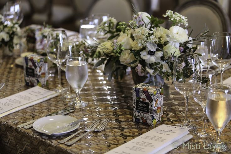 Our Geometric Sequin puts two trending aspects together for a spectacular table look!