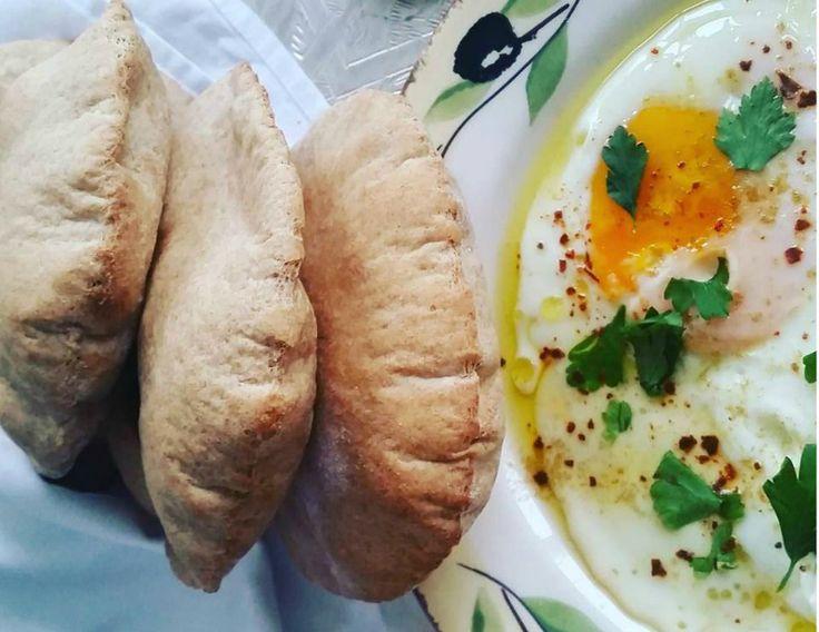 Ontbijt Mezze gemaakt voor mijn allerbeste vriendinnetje. Met lekkere homemade volkoren pitabroodjes. Dit recept komt van 24kitchen.