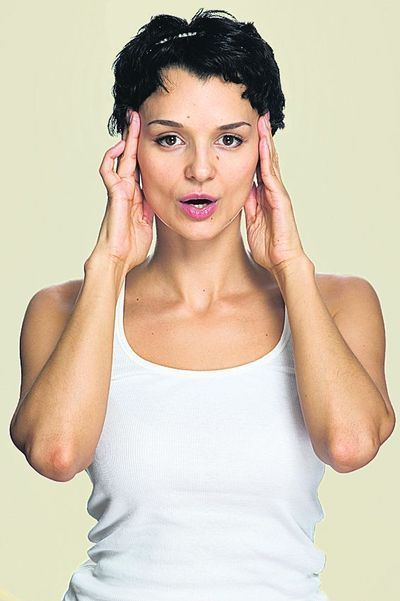 С возрастом кожа теряет свою упругость, и многие женщины сталкиваются с такой проблемой, как отвисание щек. Изменения в овале лица женщины замечают не сразу. Иногда неудачный ракурс на фото, который…