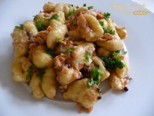 Gnocchi al salmone sfumati con la birra http://www.pastaenonsolo.it/gnocchi-al-salmone-sfumati-con-la-birra/