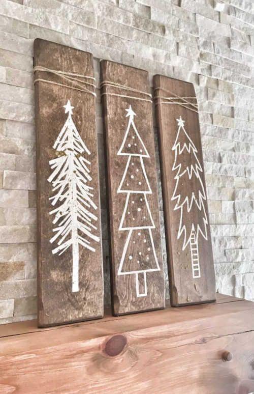 Holzbretter mit Weihnachtsbäumen