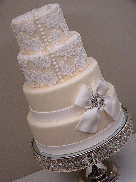Lace Wedding Cake #cakes #weddings