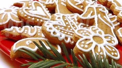 Egész évben nem sütök mézest, de a karácsony előtti hetekben többször is. Mézeskalácsot és mézespuszedlit, hol ezt, hol azt. Az oka pedig ...