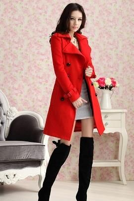 Красное пальто и серые колготки