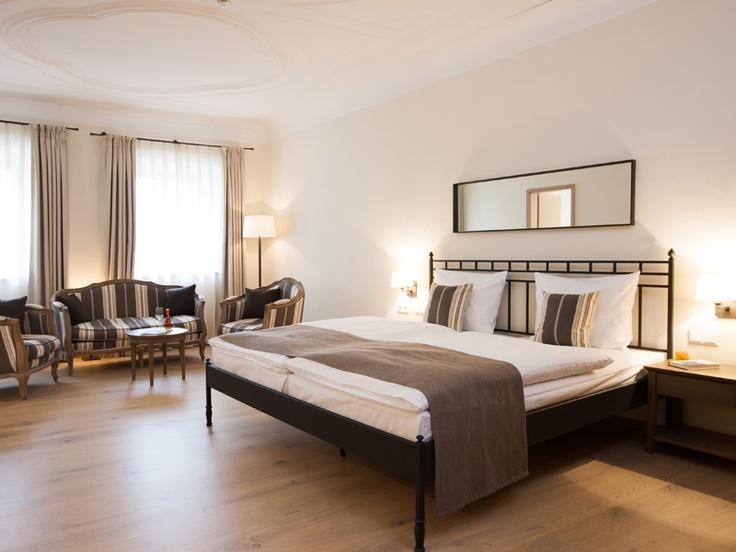 caratbed Superior im wunderschönen Stuckzimmer (Zimmer 126) im carathotel Wittelsbacher Hof Kelheim