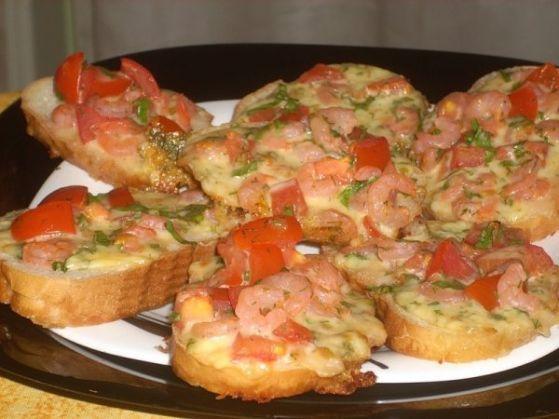 Пикантные запеченные бутерброды - рецепт бутербродов с ветчиной.