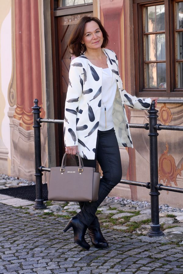Feather Coat Villa Smilla  Waxed Trousers NYDJ  Leather Ankle Boots Bon'A Parte   Blouse with Necklace Mango  Leather Bag Michael Kors