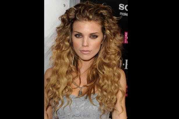 Cabello rizado curly big hairstyle
