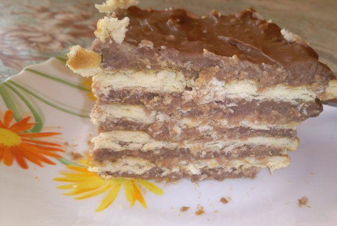 Prajitura cu crema de ciocolata si biscuiti